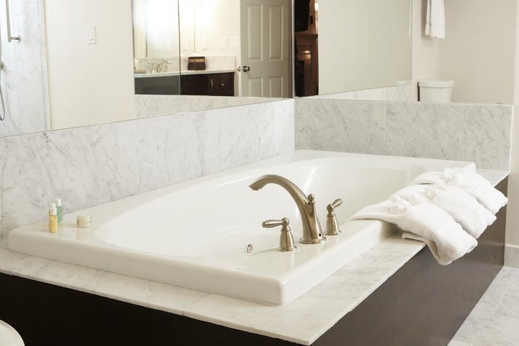 The portland regency hotel and spa govenor suite jacuzzi tub hpg