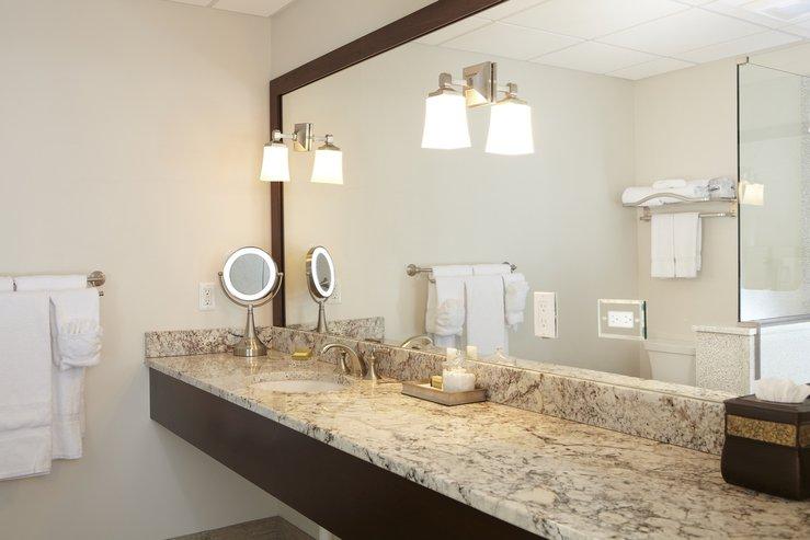 The portland regency hotel and spa studo suite bathroom hpg