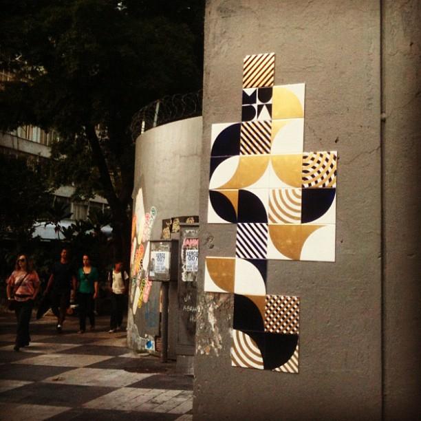 Bic_Black_Gold #MUDA #azulejo #tile #artederua #streetart #riodejaneiro #rio #coletivomuda