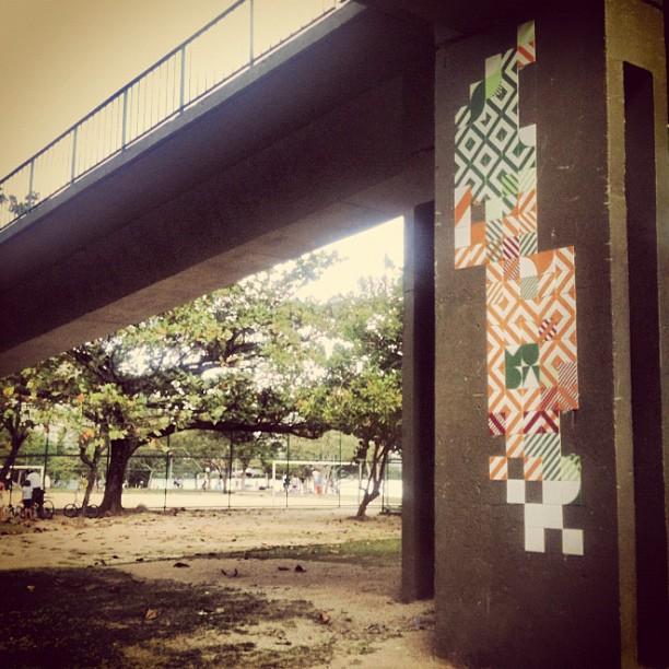 Estrutura da passarela #MUDA #ColetivoMUDA #azulejo #azulejos #tile #streetart #artederua #rio #riodejaneiro