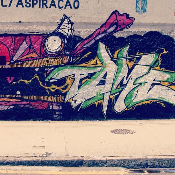 Graffiti de natal . Feito no dia 24/12/2012 com o amigo @rafocastro