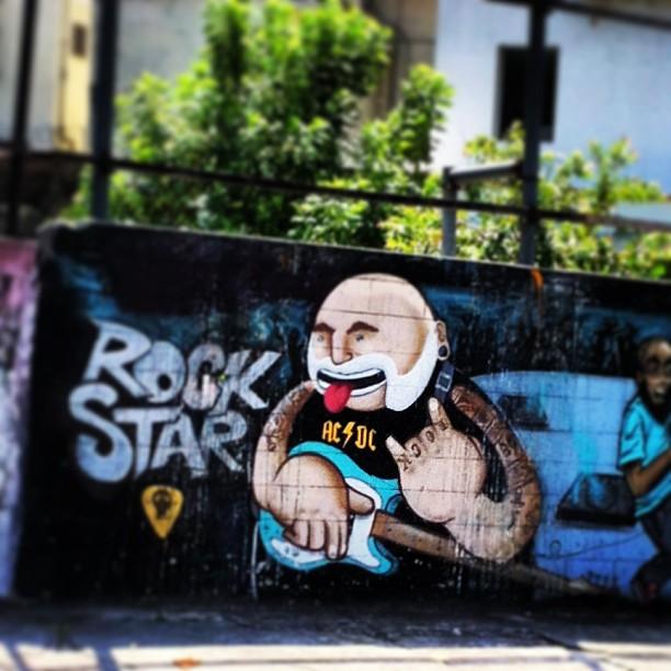Pelas ruas da tijuca City... #igers #igersbw #igersrio #insta4fun #acdc #rocknroll #rock #cariocagram #cariocapics #carioquices #paint #grafite #igerbrasil #riodejaneiro #erejota #rioeuamoeucuido