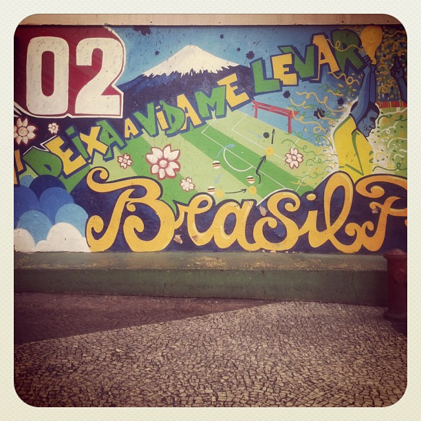 Arte de Rua na #RuaDasLaranjeiras #Laranjeiras #RioDeJaneiro #Brasil | #rua #street #Rio #IGersRio #GF_Brasil #statigram #RJ #zonasul #artederua #photo #streetart #graffiti #all_shots #iphonesia #iphoneonly