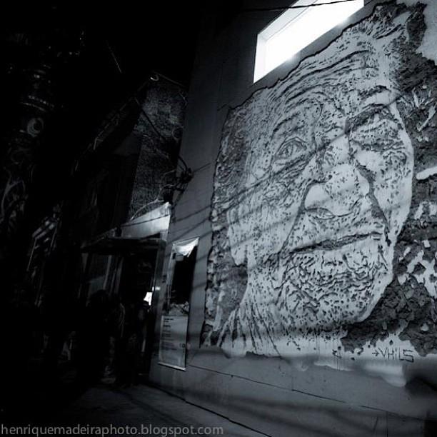 @vhils photo by @madeira_photo #streetart #streetartrio #streetartbrazil #instapic #instagram #instagraffiti #garffiti