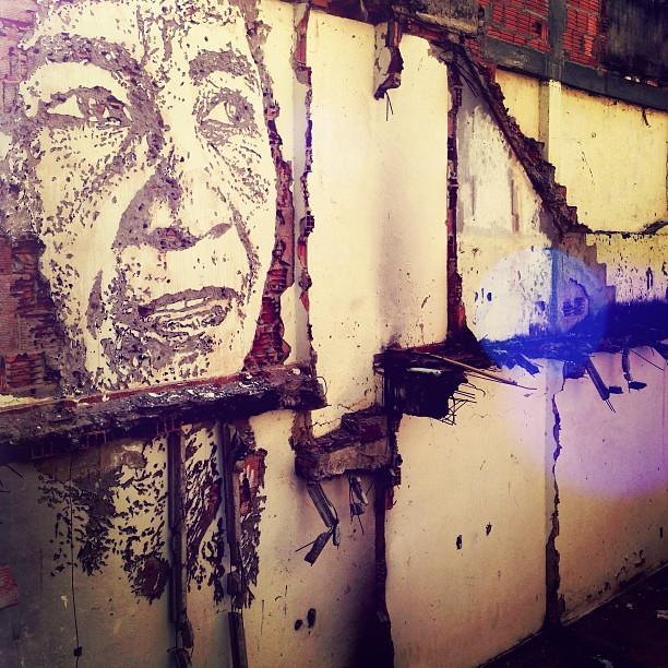 Arte do @vhils na Comunidade Tabajara, Rio de Janeiro.