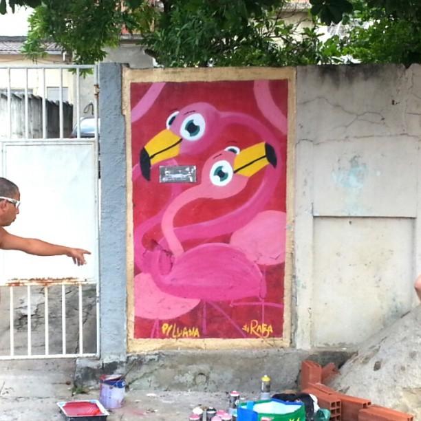 Graças ao projeto fodão do #colorpluscity e a família da Luana , pintei con calma, autorização e muita tinta. Muito Obrigado! #graffiti #graffrio #instagrafite #rafa #sabadodemanhacrew #SDMC #flamingo #flamenco #rosa #penha