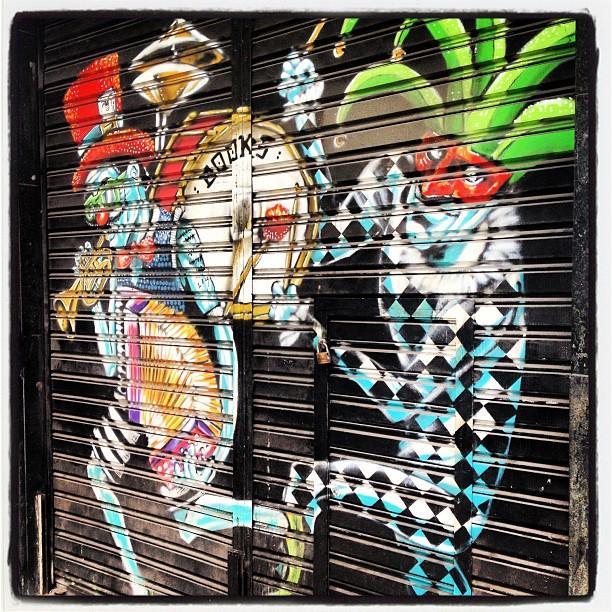 Lá vem o bobo da côrte para alegrar a geral! #grafite #murosdorio