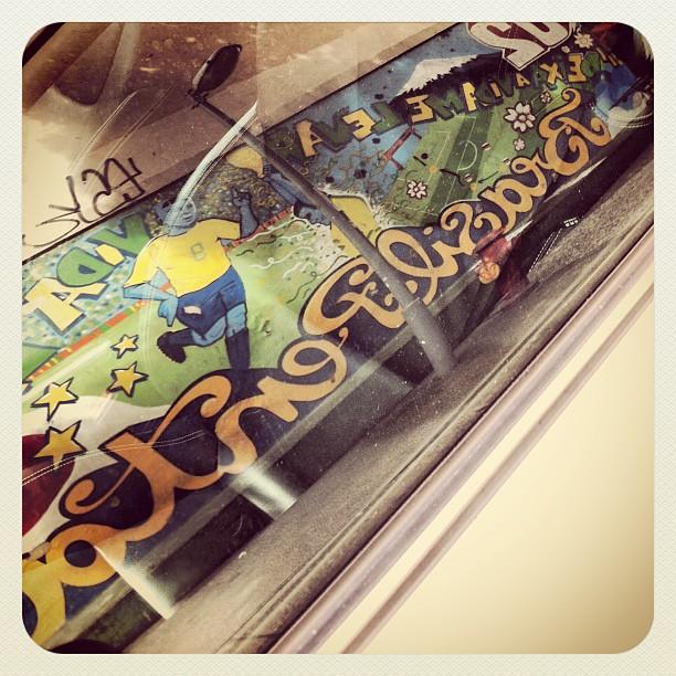 O reflexo do desenho em homenagem ao Pentacampeonato de futebol na #RuaDasLaranjeiras na parede do número 61. #Laranjeiras #RioDeJaneiro #Brasil   #rua #street #Rio #IGersRio #GF_Brasil #statigram #RJ #zonasul #artederua #photo #streetart #graffiti #all_shots #iphonesia #iphoneonly