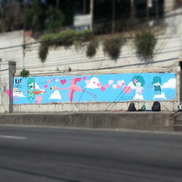 Sábado de Manhã Crew em um céu de amor para o Lar de Maria Dolores, no Rocha. #sabadodemanhacrew #rafa #flamingo #graffrio #graffiti #grafite #instagrafite #lardemariadolores #rosa #azul #ceu #sky #alunosmarceloeco