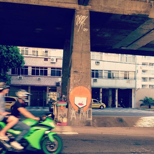 Intervenção do dia! Ruivas, essa é pra vcs!  #coisasdetalitha #streetart #graffiti #grafittiart #grafittiwall #grafittibrasil