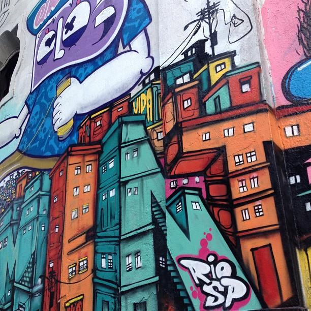 Close feat. my bródah @chivitz #rio #saopaulo #riodejaneiro #rj #streetartrio #sp #spraypaint #freehand #freestyle #graffitilife #graffitilovers #graffiti #graffitilegends #mentone #marceloment #chivitz #detail #close #letters #letras