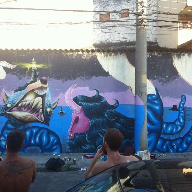Segunda parte do pintura em andamento com os amigos @igorsrcnunes @heitorcorrea64 e @pedrojardim no Rio Comprido #streetart #graffiti #streetartrio #monsters