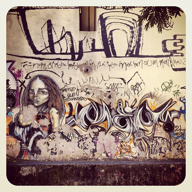 Série Arte de Rua no Largo Maria Portugal em Laranjeiras. O largo fica entre a rua Sebastião de Lacerda e a Rua das Laranjeiras.   #RuaDasLaranjeiras #Laranjeiras #RioDeJaneiro #IgersArteDeRua #StreetArt #Graffiti #Arte #Art