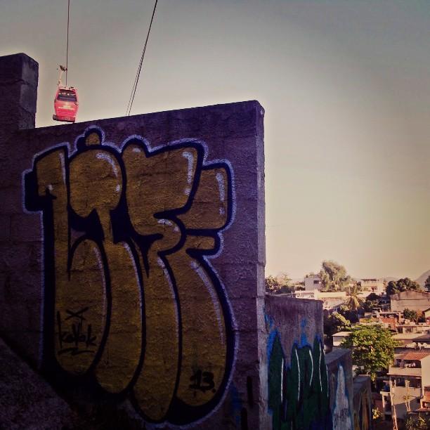 Teleferico complexo do alemao. #kovokcrew #streetartrio #graffiti #rjgraffiti #instagrafite