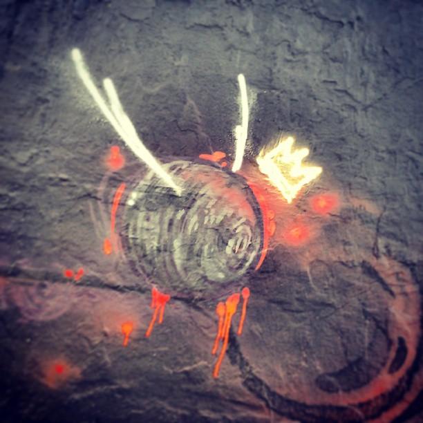 03 de 04 Coroa em chamas. #streetartrio #grafrio #fogo #verme #negro #bemvsmal #posse471 #bentoribeiro #2013