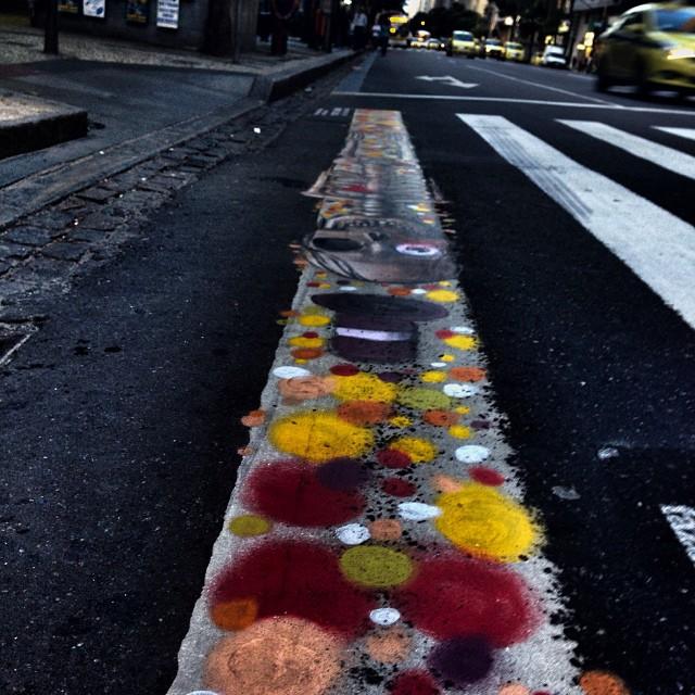 Agora que você reparou? Respeite a faixa. Pequenas atitudes, fazem grande diferença. #streetArt