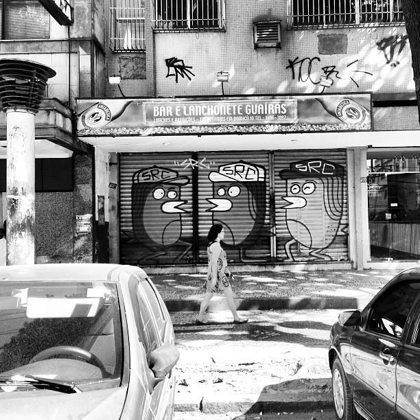 Just chillin  3 times Huge Clessio   #paint #painting #graffiti #graff #aerolart #art #streetart #streetartrio #urbanart #urban #welovebombing #bombing #throwup #throwing #throw #tag #clessio #clessin #bird #3times #searc #src #qpasa? #rj