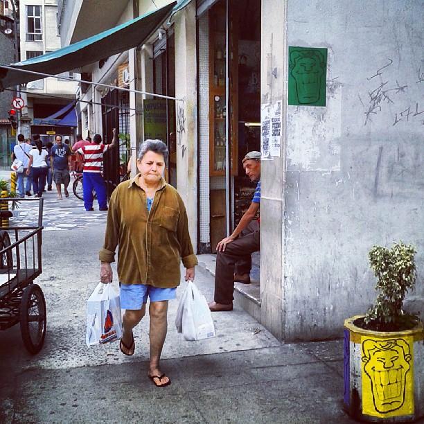 Keep walking no 7 de Setembro é Verde e Amarelo! Lapa-RJ #angatu #rafaelhiran #lambelambe #artruaeuapoio #instaview #streetartrio #streetart #errejota #keepwalking #lapa #brazilingram #streetart #greenday #clouds #colors #verdeeamarelo #vemprarua #streetartrio #keepwalking
