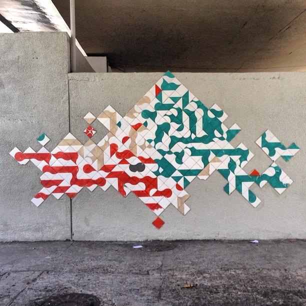 Refurbished! Acabaram de arrancar um painel nosso em Botafogo, e reformaram esse...  Loucura loucura #Loucura! #azulejo #tile #artederua #streetart #streetartrio #MUDA #refurbished #ColetivoMUDA