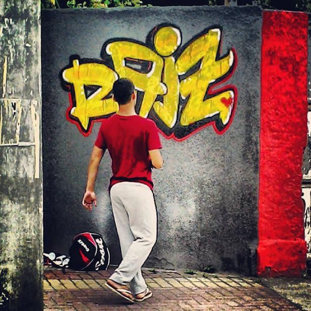 Seja onde for, na parede ou na moldura, a arte nunca deixará uma cidade nua. - Igorlam