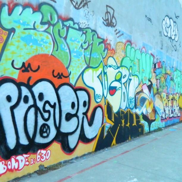 Sopa de Letrinhas #graffitirj #bomb #ruasdazn #olaria #instagraffiti #intervençoes #artistasurbanoscrew #streetwriters #tintanosmuros #pablopoder #nobã #aucrew #ipr