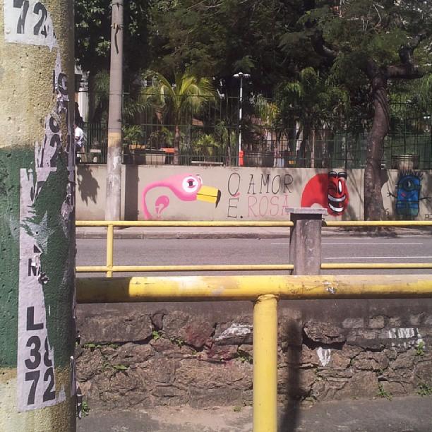 o amor é bom. confia. #graffrio #graffiti #rafa #streetartrio