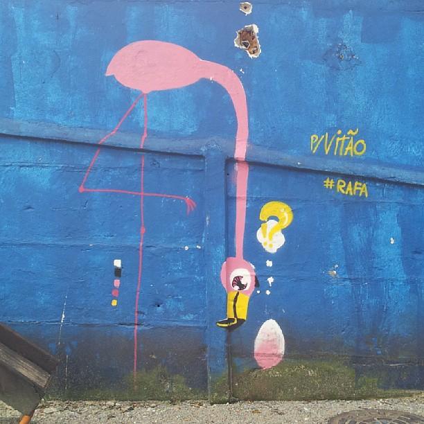 resumo do dia de hoje: marido na vida do graffiti e vitão.  #graffiti #rafa #vempraruaVitão #streetartrio #flamingo