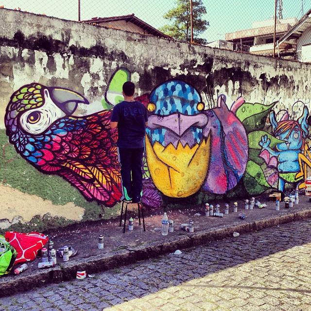 @pedroshaldersporto em ação! Domingo relax em Santa Tereza #paint #painting #graff #graffiti #grafite #aerosol #aerosolart #art #arte #streetart #streetartrio #urban #urbanart #santatereza #santa #src #porto #rj #riodejaneiro