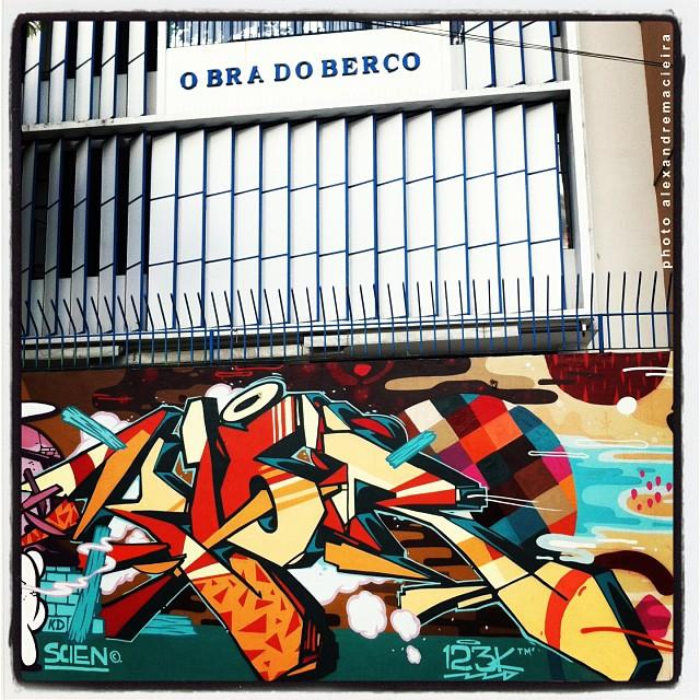 Arte de Rua na Obra do Berço, Lagoa Rodrigo de Freitas - Rio de Janeiro.   Photo: Alexandre Macieira