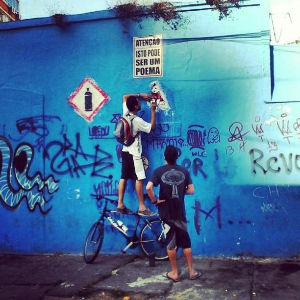 #Colagem na #Lapa. #stickers #stencilart #streetartrio #streetart #arteurbanacarioca
