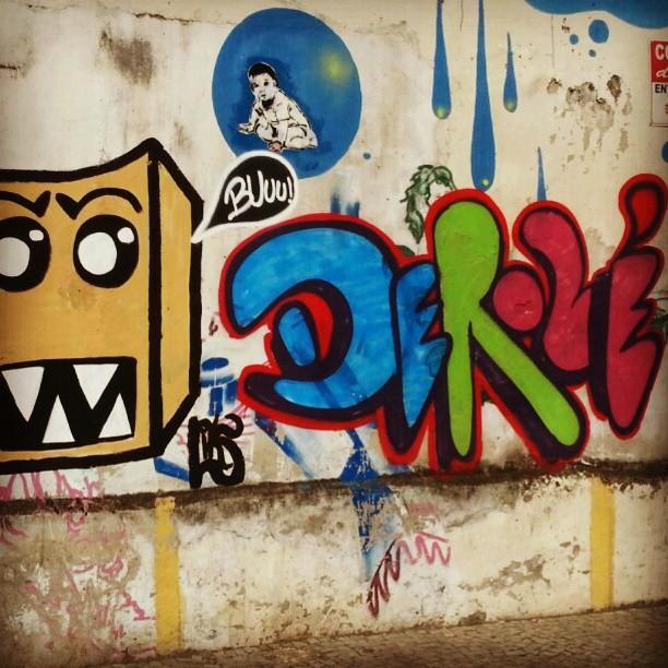 De rolé pela Lapa. #colagem #stickers #streetartrio #streetart #lambelambe