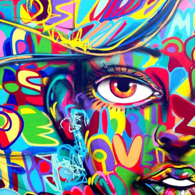 Detalhe da minha peça no festival @artecore #artecore #artecorenomam , hoje e amanhã, de 13h as 20h #freestyle #freehand #colors #instagrafite #spraypaint #graffiti #graffitilife #graffitilovers #graffitilovers #streetartrio #riodejaneiro #rio #rj #mentone #marceloment