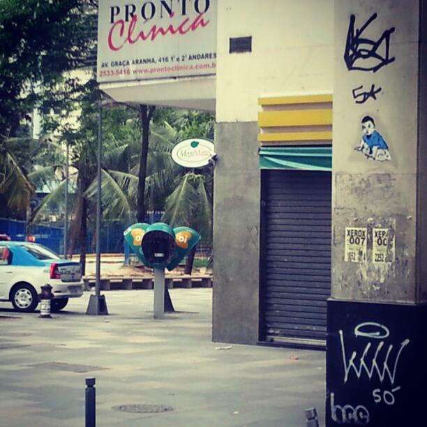 Graça Aranha com Nilo Peçanha. #streetart #stickers #colagem #lambelambe #streetartrio #arteurbanacarioca