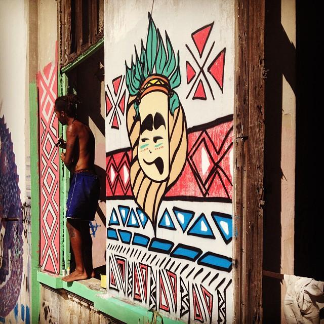 Hoje tive a oportunidade de conhecer a Aldeia Maracanã, toda sua história, cultura, seu povo e toda essa luta contra desocupação da aldeia. Energia sem igual! #marakanana #aldeiamaracana #maracana #streetartrio #graffit #doug #indígenas #resistência #riodejaneiro #rj