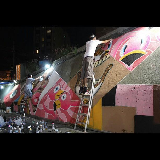 Humildemente venho agradecer o convite do Norte Comum para pintar com o NAVIU no Redemoinho Artístico. Satisfação total. Só mestre. #rafa #flamingo #tijuca #NAVIU #nortecomum #graffiti #streetartrio #graffrio #grafite