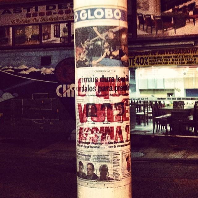 O QUE VOCÊ ASSINA ? @ R Voluntários da Pátria / R Sorocaba #oquevoceassina #circuitogrude #streetartrio #meiodarua