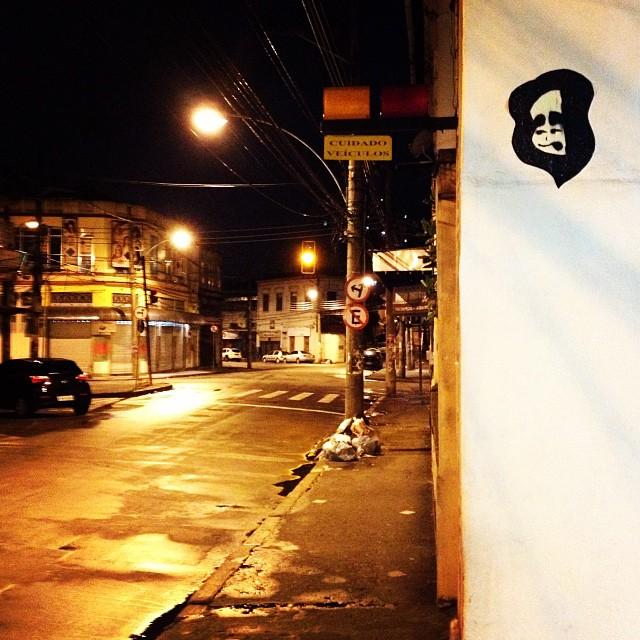 Olhar para #AristidesLobo que está entregue aos ratos e porcos.. @mathpinho valeu pela ajuda meu brother! #riocomprido #sticker #lambe-lambe #graffit #doug #streetartrio #arterua #riodejaneiro