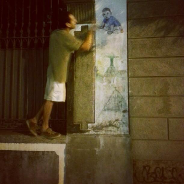 Praticando a arte. Rua do Catete. #streetart #streetartrio #colagem #lambelambe