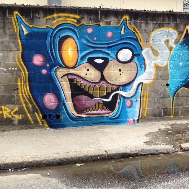 Rocking with my bro @heitorcorrea64  #graffiti #graff #grafite #streetart #streetartrio #arteurbana #arte #art #crazy #dog #searc #src #hec #heitorcorrea #vilaisabel #riodejaneiro #rj