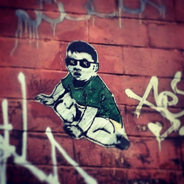 Rua do Catete. Muito sol em frente a 9a DP. #streetartrio #streetart #stencilart #lambelambe #colagem