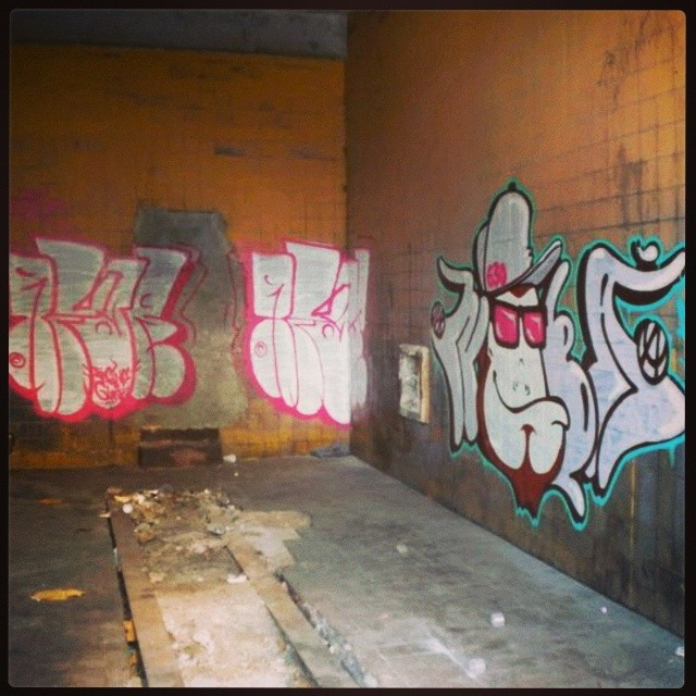 @afa1987 vs #nobã630 #artistasurbanoscrew #ftg #bomber #bombing #bombgraff #instagraffiti #graffitirj #streetartrio #street #ruasdazn #zonanorte #suburbio #terrorzn