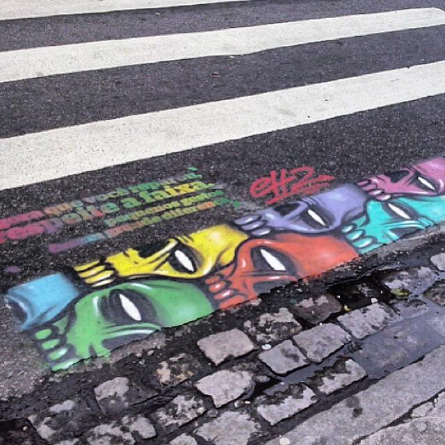 Agora que vc reparou, respeite a faixa.. Pequenos gestos fazem grande diferença.. Irado! #sonomeier #grafitti #arte