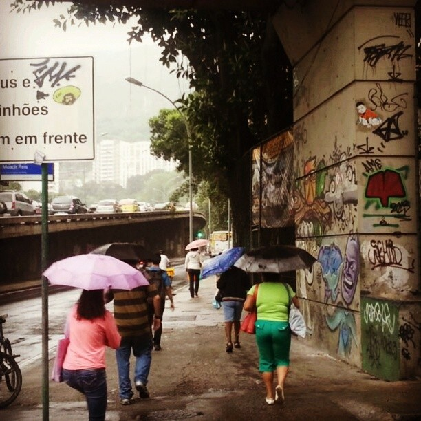 Amal - Rua Pinheiro Machado. #streetart #streetartrio #urbanart #sticker #stencilart