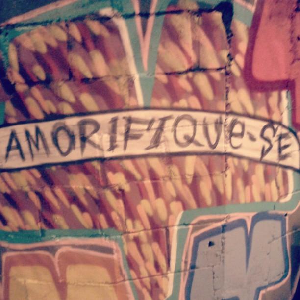 Boa noite com amor ! #amor #boa noite #gavea #grafitti #SteetArtRio #arte #arteurbana #intervenção #intervencaourbana