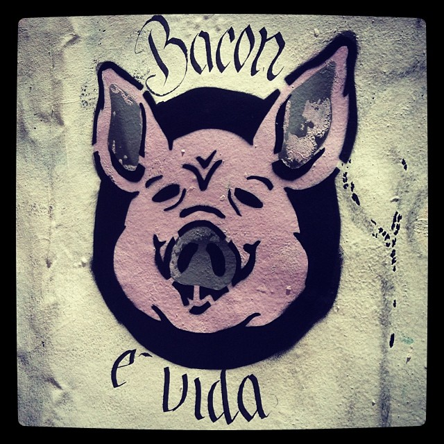 Bom feriado #grafite #graffiti #stencil #spray #sprayart #streetart #spraypaint #colorgin #montana #94 #caligrafia #calligraphy #calligraffiti #marker