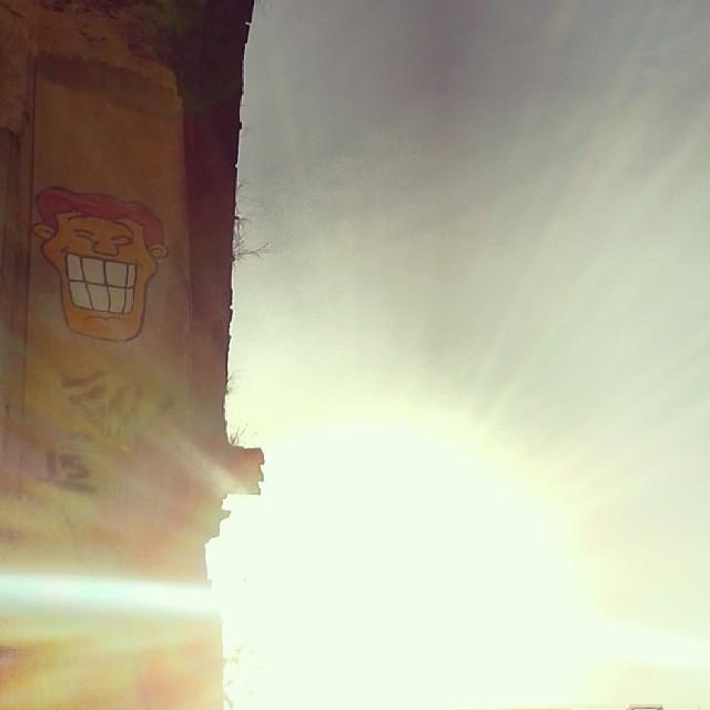 Domingo de sol no Rio de Janeiro! Angatu na Rua Riachuelo esquina com Rua dos Inválidos! #greatshot #greatview #graffiti #streetart #errejota #artwork #streetartstickers #streetartriodejaneiro #artruaeuapoio #rafaelhiran #hiran #streetartrio #streetartrj #arteruaruario
