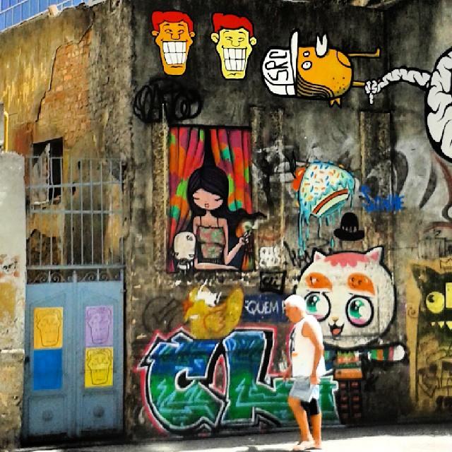 Lapa - Rio de Janeiro #cariocando #streetartrio #streetart #artruaeuapoio #instaview #errejota #keepwalking #lapa #brazilingram #arteruaruario #rafaelhiran #hiran #igersbsb #streetartdf #streetartbsb #angatu #artderua #artwork #riodejaneiro #instagrafite @arteruario @instagrafite #murosquefalam
