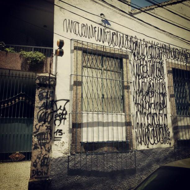 Nak escalou. Rua Esteves Júnior. #streetart #stencilart #streetartrio