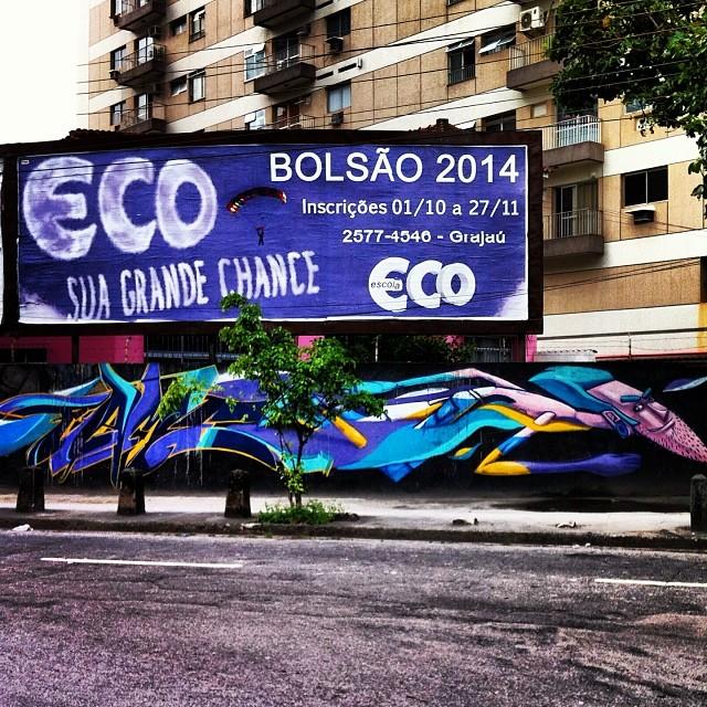 Olha que interessante essa arte do @marceloeco em Vila Isabel/Rj/Brasil... Reparem no nome da escola. Coincidência ??? Naooooo. Isso é arte de rua.  #arteurbana #artederua #graffiti #streetartrio #brasil #marceloeco #eco #graffrio