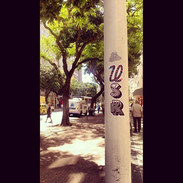 Pra da uma variada de vez em quando #streetart #streetartrio #urbanart #stickers #selvadeconcreto #usr #sreu #riodejaneiro